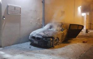 Orgosolo. Brucia l'auto di un carabiniere a poche ore dall'inaugurazione della caserma