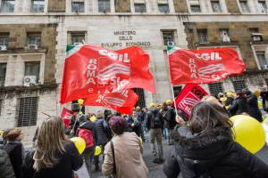 """Lavoratori Nexive, Slc Cgil: """"Stipendi part time ma lavoro da full time"""""""