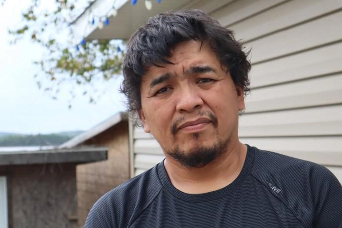 Le chef de Kitcisakik, Régis Pennosway, se bat pour que sa communauté ait de l'eau potable.