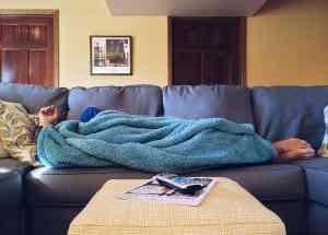 canapele extensibile sau pat cu saltea in sufragerie
