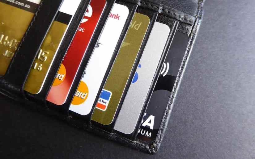 card de debit avantajos