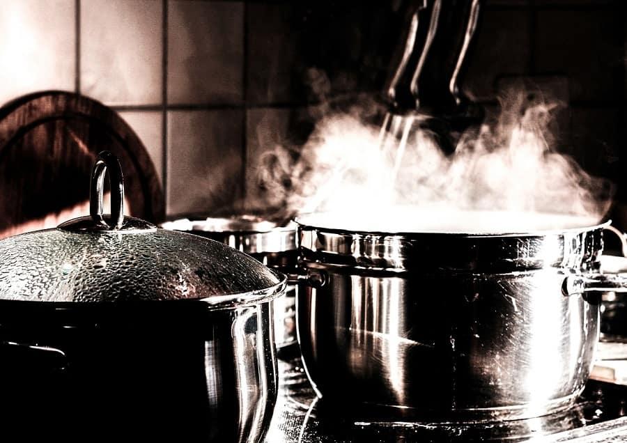 Condens în bucătărie când gătești
