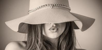 trucuri de machiaj pentru buze mai mari