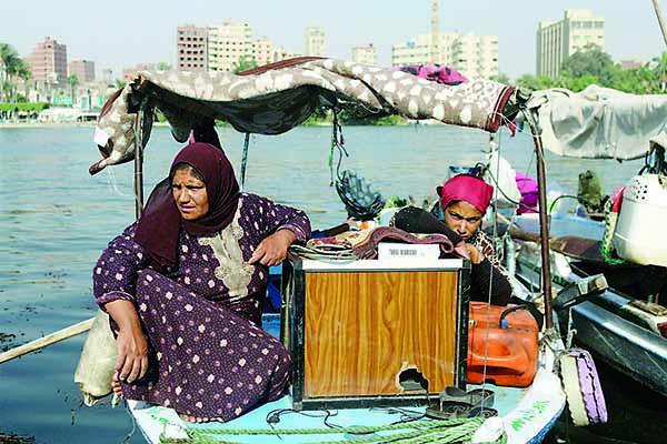 مأساة 2000 أسرة يعيشون تحت الكباري في ضفاف النيل