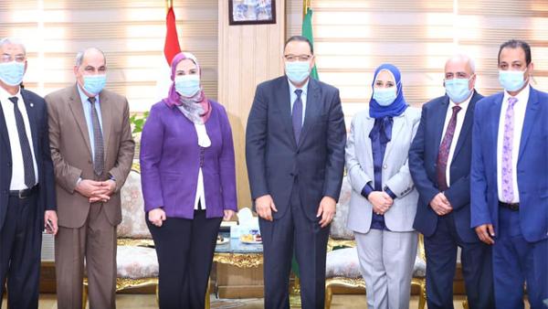 Photo of نيفين القباج تفتتح وحدة التضامن الاجتماعي وبنك ناصر بالشرقية