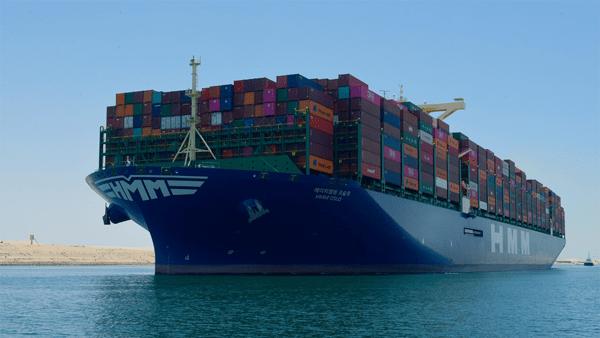 الفريق أسامة ربيع: عبور كل السفن العالقة خلال 48 ساعة