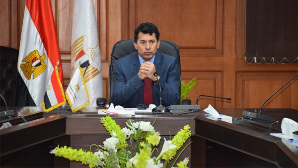 وزير الرياضة يدعو الشباب للتبرع بالدم لمصابي حادث قطار سوهاج