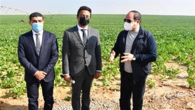 الرئيس السيسي يتفقد موسم الحصاد الزراعي بمشروع مستقبل مصر