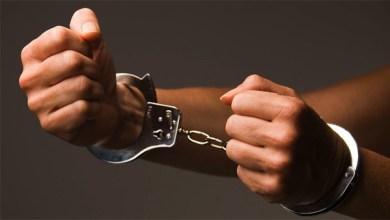 القبض على عاطلين بحوزتهما أسلحة نارية وهيروين في السلام