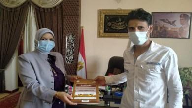 تسليم 12 عقد تقنين للمستفيدين من أراضي الدولة بكفر الشيخ