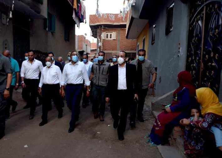 رئيس الوزراء يتجول بشوارع قرية دراجيل بالمنوفية ويتفقد مشروعات حياة كريمة