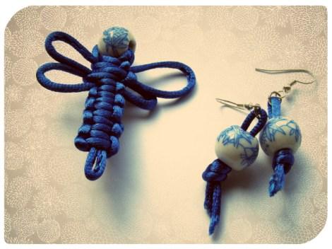 Libélula azul de nudos