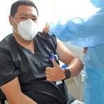 Personal del hospital Simón Bolívar se refuerza con tercera dosis contra la covid-19