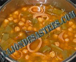 receta de garbanzos con judias verdes y calamares