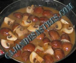 receta de lomos de caballa sobre patata plancha y champiñones en salsa