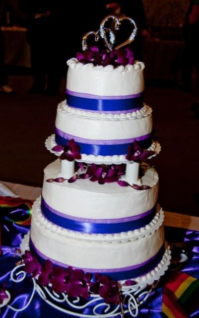 4 Tier Round White Wedding Cake With Pillars And Silver