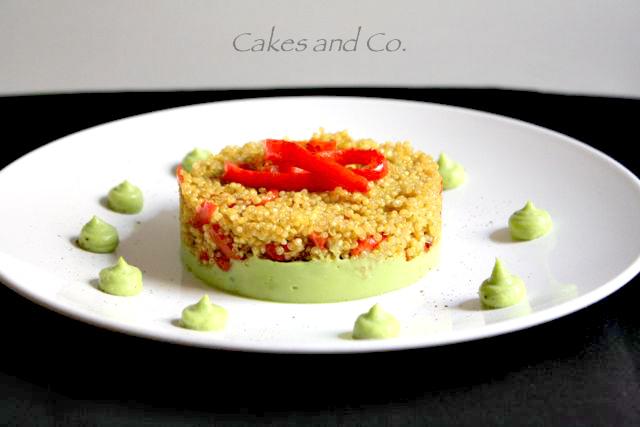 Quinoa ai peperoni su crema di avocado