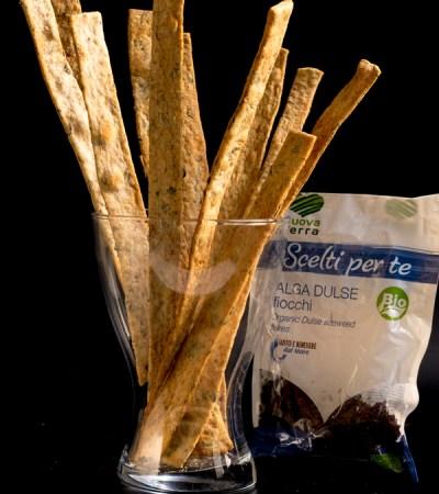 Lingue di pane con fiocchi di alga dulse e origano