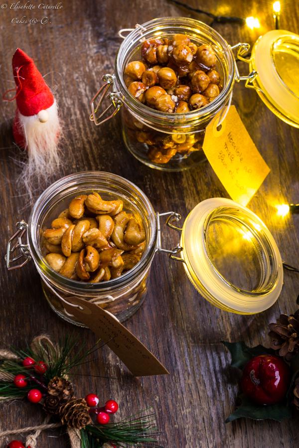 Barattoli di frutta secca al miele e fleur de sel: frutta secca, in questo caso nocciole e anacardi, caramellata nel miele e con l'aggiunta di un pizzico di sale e lo stuzzichino, spezza fame da sgranocchiare davanti alla tv è pronto, manca solo un divano una bella coperta calda e il vostro film preferito.
