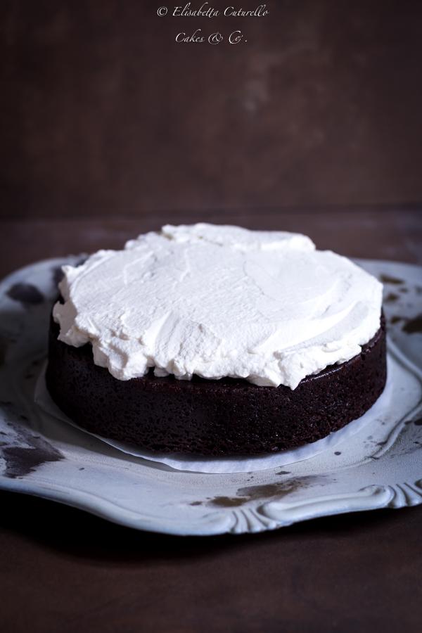 Guinness cake con panna aromatizzata al baileys