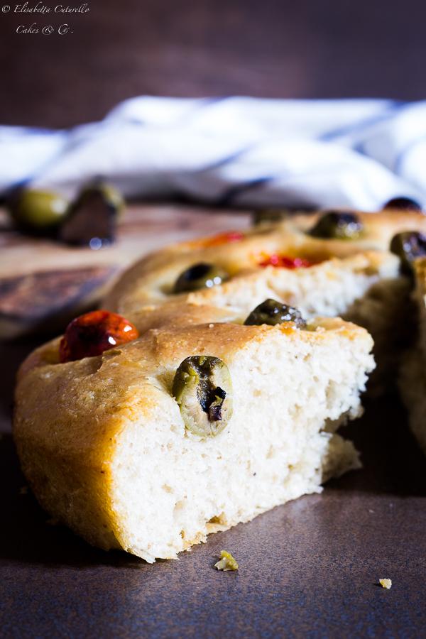 Focaccia olive ripiene al tartufo e pomodorini