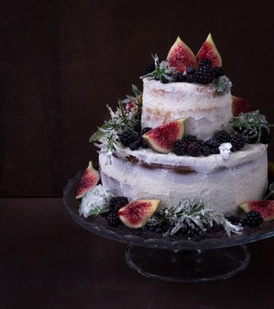Naked Wedding Cake ai frutti di bosco e fichi