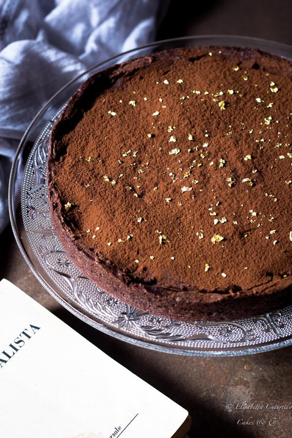 Crostata con frolla al cacao caramello salto e ganche al cioccolato fondente
