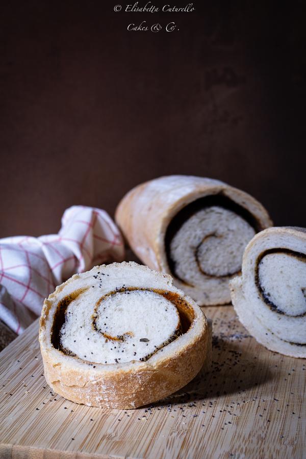pane a spirale alle spezie e semi di papavero