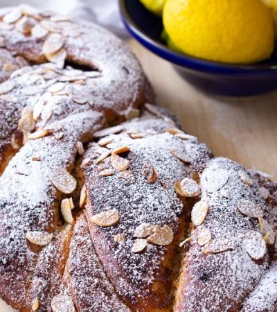 Treccia di pan brioche al limone e semi di papavero