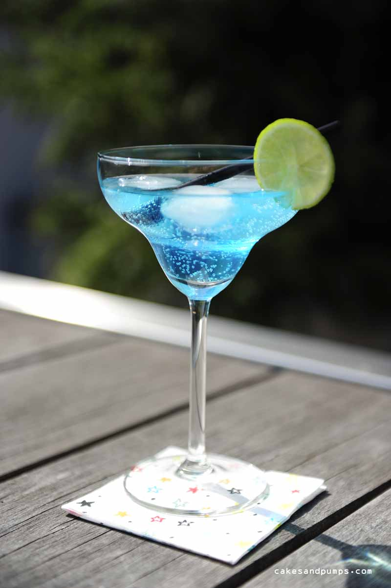 cocktail friday a caribbean blue cakes and pumps. Black Bedroom Furniture Sets. Home Design Ideas