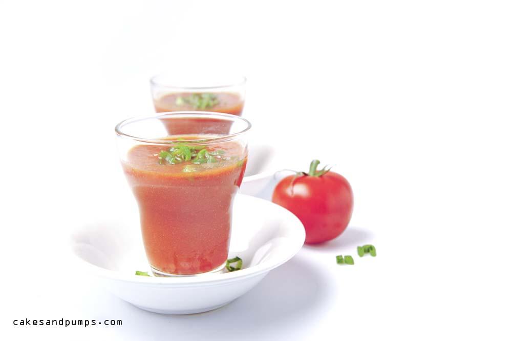 Tomaten sap smoothie voor sundaysmoothie met tomatensap, peper, tomaten