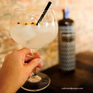 Gin tonic voor Cocktail friday met bobby's gin, cakesandpumps.com