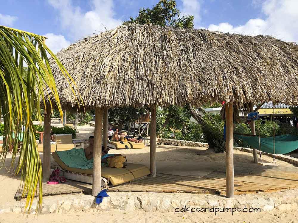 Very Idyllic little shelter on Jan Thiel baai, cakesandpumps.com