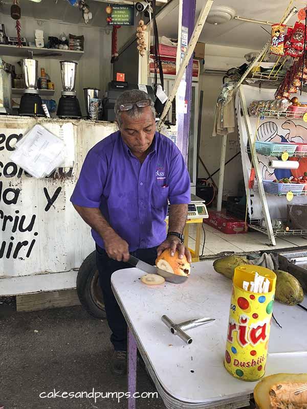 Groeten en Fruit Curacao - de eigenaar Asis
