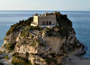 monumenti tropea chiesa santa maria isola
