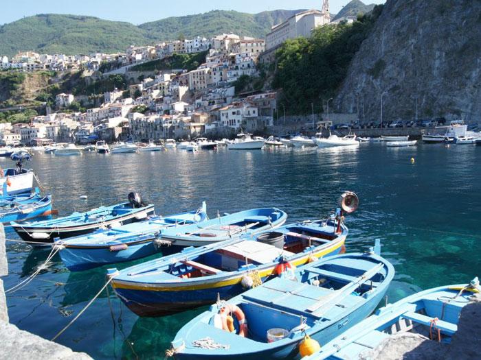 barche al porto di scilla