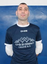PARATA DA TRE PUNTI. Daniele Cuconato, portiere del Città di Cosenza, ha neutralizzato il rigore del possibile 3-3 orange all'ultimo secondo