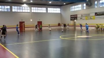 L'Enotria Five Soccer col portiere di movimento dopo il secondo gol di Claudio Monterosso