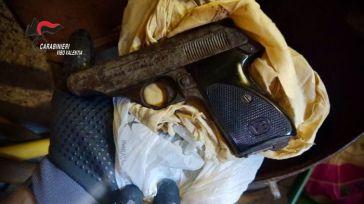 VIDEO-Aveva pistola nascosta in deposito agricolo: arrestato 57enne nel Vibonese