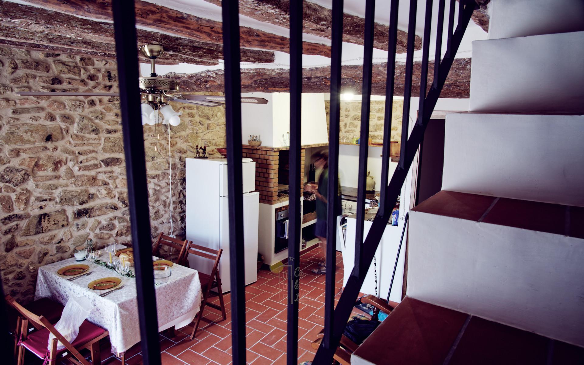 Salón comedor de Ca la Llum, la casa más acogedora de Tivissa