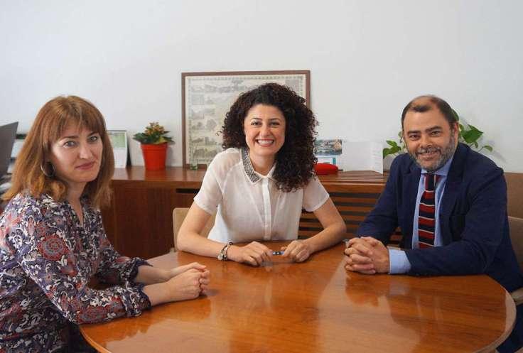 La directora insular de Turisme, Promoció Econòmica i Artesania, Paula Ginard amb Natalia Troya, Batlessa de Son Servera i Cosme Bonet, conseller d'Economia i Hisenda. Foto: CM7