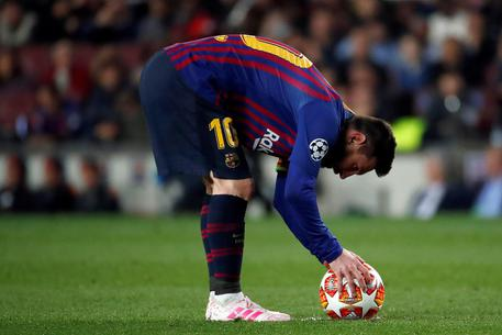 epa07541380 Barcelona's forward Leo Messi reacts during the UEFA Champions League first leg semifinal match between FC Barcelona and Liverpool in Barcelona, Catalonia, Spain, 01 May 2019.  EPA/Alberto Estevez