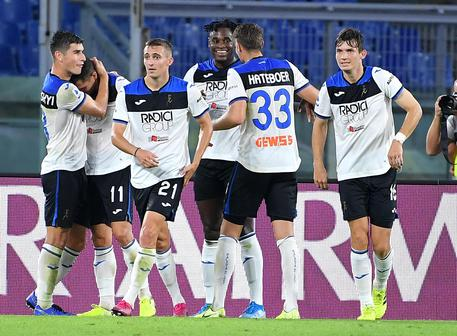 Atalanta's Duvan Zapata (C) celebrates with his teammates after scoring the 0-1 goal during the Italian Serie A soccer match between AS Roma and Atalanta at the Olimpico stadium in Rome, Italy, 25 September 2019.  ANSA/ETTORE FERRARI
