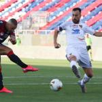 Cagliari's Radja Nainggolan (L) in action  during the Italian Serie A soccer match Cagliari Calcio vs US Lecce at Sardegna  Arena stadium in Cagliari, Sardinia island, Italy,12 july 2020  ANSA/FABIO MURRU