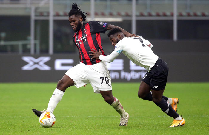 AC Milan's Franck Kessie (L) challenges for the ball Lille's Jonathan Bamba during the UEFA Europa League Group H soccer match AC Milan vs OSC Lille at the Giuseppe Meazza stadium in Milan, Italy, 05 November 2020. ANSA/MATTEO BAZZI?