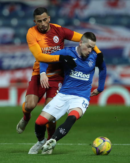 epa08713687 Ryan Kent (R) of Rangers in action against Omar Elabdellaoui (L) of Galatasaray  during the UEFA Europa League playoff soccer match between Glasgow Rangers and Galatasaray Istanbul in Glasgow, Britain, 01 October 2020.  EPA/Ian MacNicol / POOL