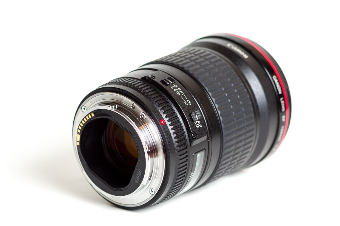 Canon 135mm f/2L - metal lens mount and plastic barrel