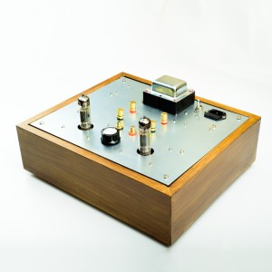 6BM8/ECL82 SE Classique Kit - pictured in a custom-made elm wood enclosure and the prototype mounting plate.
