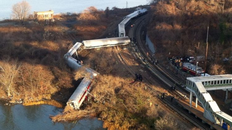 AP_NYC_train_derailment_jt_131130_16x9_992