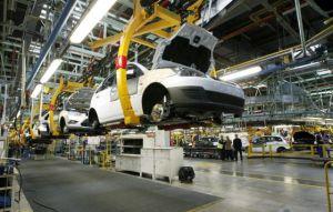 Fotogragía de una planta de montaje de vehículos.